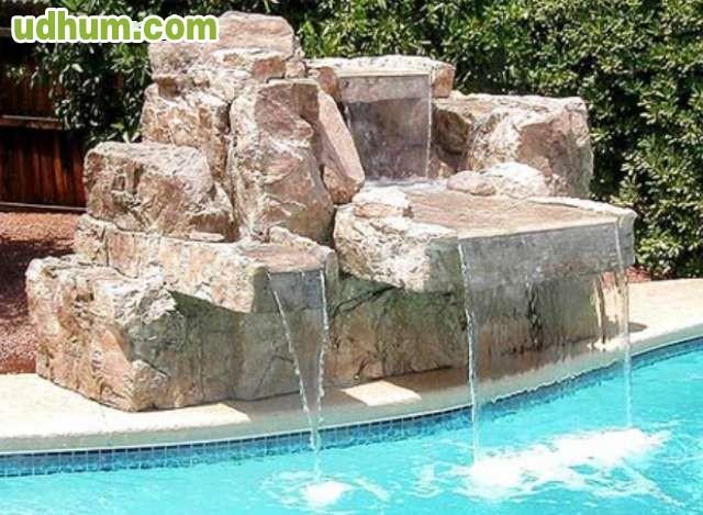 Cascadas para piscinas for Piedras para cascadas