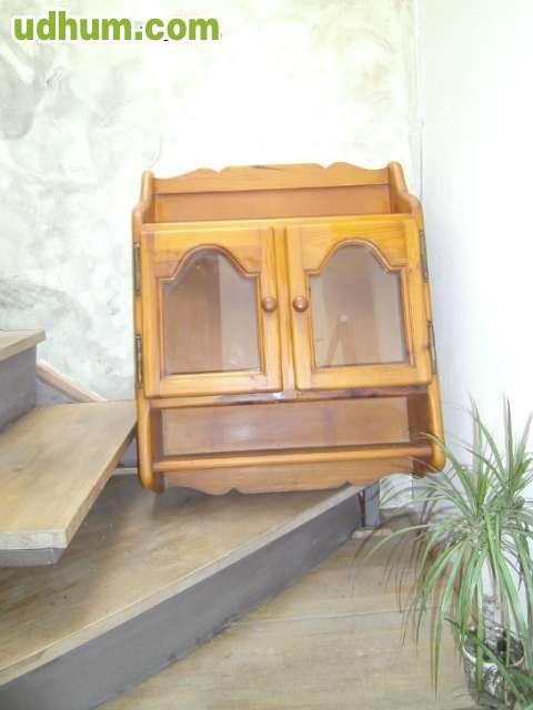 Vitrina peque a de madera maciza - Estanterias pequenas de madera ...
