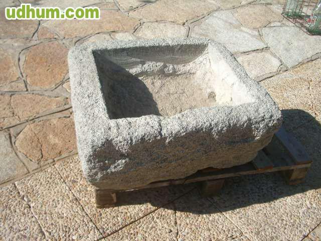 Pila de piedra de granito for Piedras de granitos