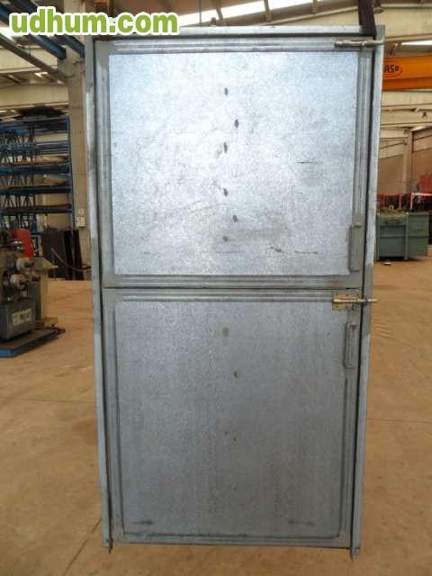 Puerta con marco galvanizada for Puerta galvanizada
