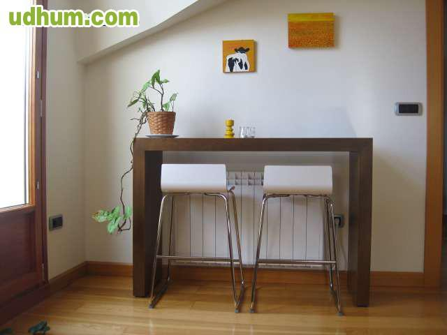 Mesa alta con dos taburetes - Mesa alta con taburetes ...