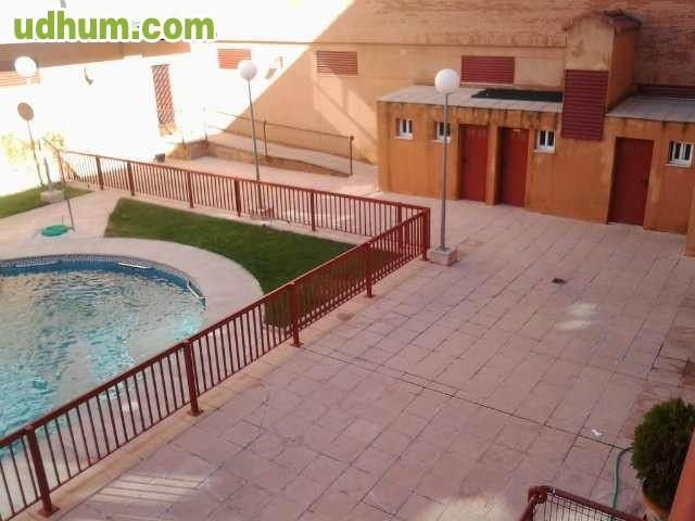 Parque norte piscina inmo alquileme net for Piscina jardin norte