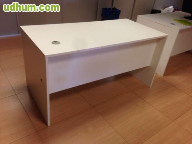 Mesa blanca 140x70x72 semi nueva for Oficina objetos perdidos barcelona