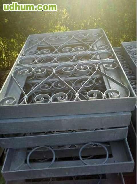 Ventanas y puertas de hierro galvanizado for Casetas de hierro galvanizado