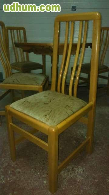 Mesa de comedor con sus cuatro sillas for Comedor cuatro sillas