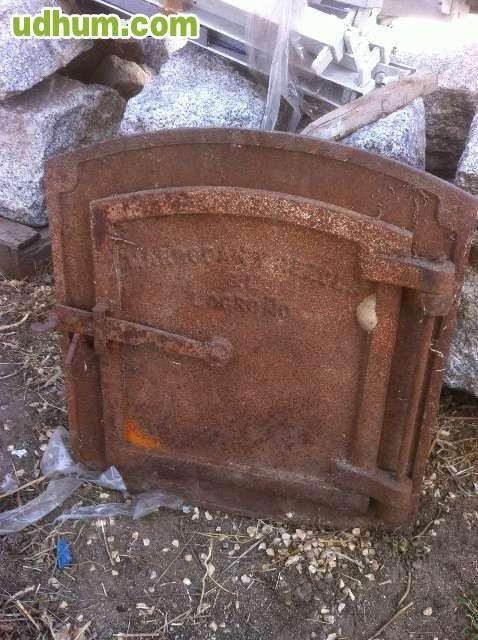 Puerta de horno hierro fundido antgua for Horno de hierro fundido