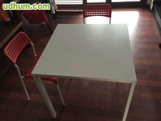 Mesa blanca 4 sillas rojas for Sillas de cocina rojas
