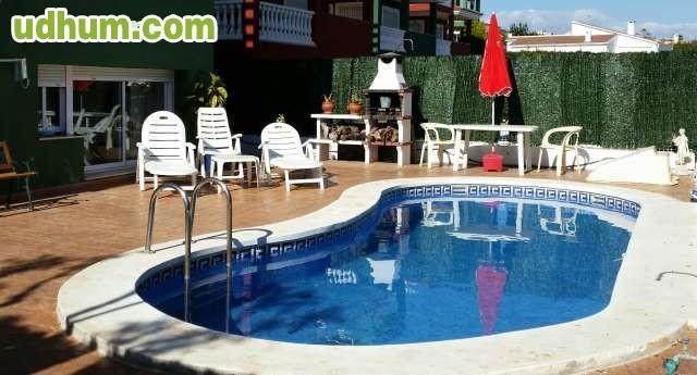 Alquilo adosado con piscina privada for Piscina privada