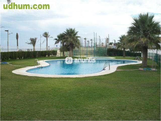70 tico lujo1 l nea piscinas padel for Piscinas picornell padel