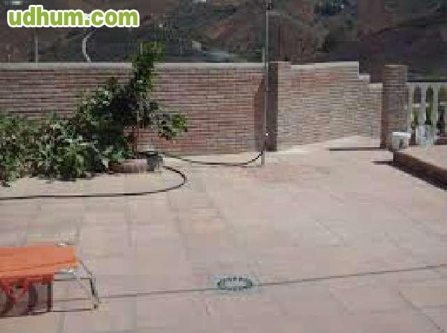 Suelo de baldosa en patios y terrazas for Suelos de patios