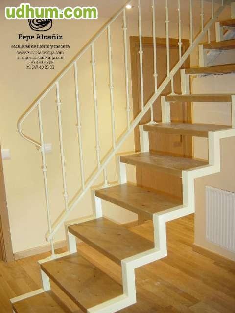 Escalera interior espacios reducidos - Escalera de buhardilla ...