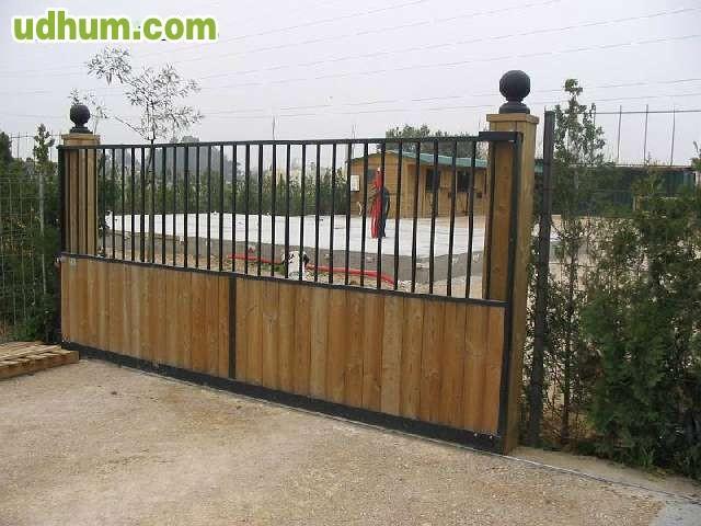 Puerta para finca o chalet hnos raga for Puertas para fincas