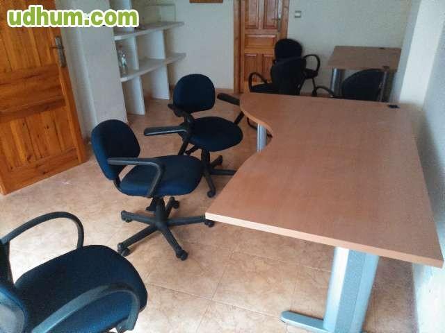 Dos mesas y tres sillas de oficina for Mesas y sillas de oficina