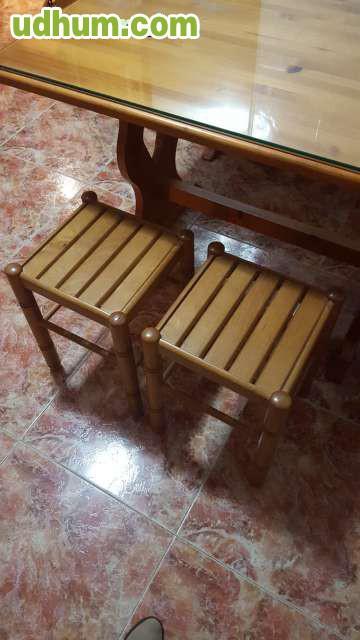 Mesa con banco esquinero y dos taburetes for Mesa con banco esquinero