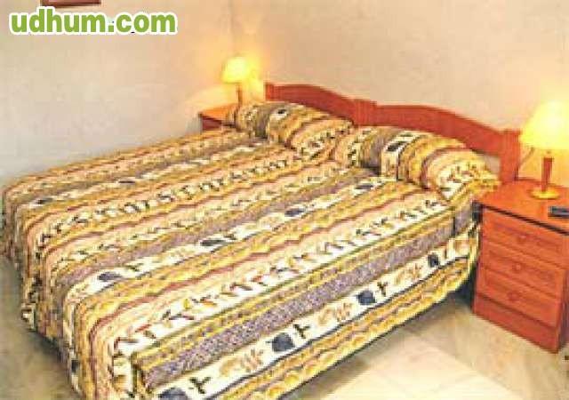 Baño Traductor Frances:Hostal en Nerja ideal para negocio, consta de 5 dormitorios con sus
