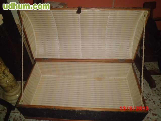 Baul o cofre antiguo de madera forrado - Baul de madera antiguo ...