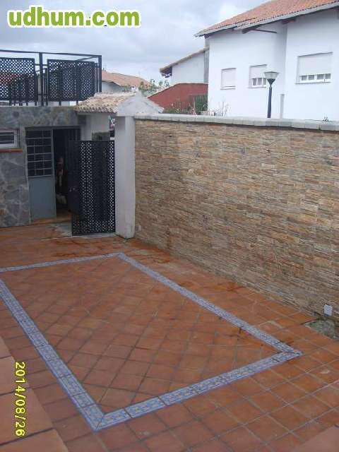 Construccion y reformas en sevilla for Zocalos para patios modernos
