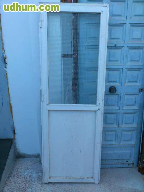 Puerta de aluminio ciega y con cristal - Puertas de aluminio con cristal ...